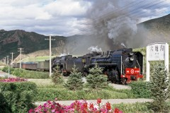 CJ6735 leads a sister while passing Liudigou on a sunny 30 August 2004