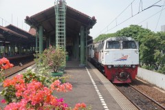 Jakarta Gambir on 19-10-2014 with CC206 1303 and Express to Bandung