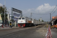 Yogjakarta with passing container hauled by CC 206 1328