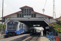 stariun Cepu with diesel motor to Semarang 16 Oct 2014