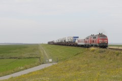 DBS-218-371and 3xx leaving the Hindenburgdamm coming from Sylt with a island Shuttle on 17 July 2014