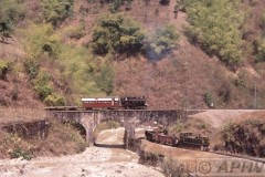 aphv-1209-030226-myanmar-mijnsmalspoor-keerlus-26-2-2003