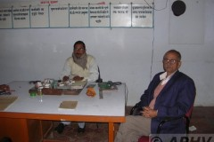 aphv-1269-dscn1950-13-12-2005-rn-jha-station-master-and-his-ass-st-master-jaynagar