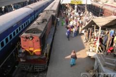 aphv-1290-dscn1954-13-dec-2005-darbhanga-meter-gauge