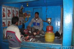 aphv-1299-dscn2026-darjeeling-beside-station-fish-shop-15-dec-2005