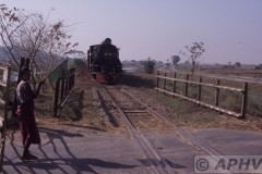 aphv-1431-030219-myanmar-between-zingyaik-and-thaton-yd962-overweg-19-2-2003