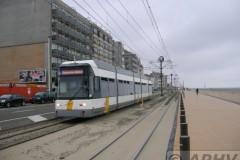 aphv-1907-dscn2985-de-lijn-hermelijn-in-raversijde-met-regen-30-7-2006