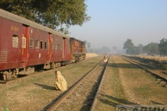 aphv-2012-dscn1918-12-12-2005-pandaul-road-to-riga-meter-gauge