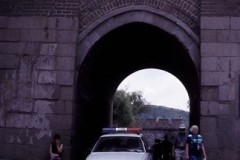 aphv-2227-20040823-china-the-wall-gate-for-old-road-to-bei-jing01