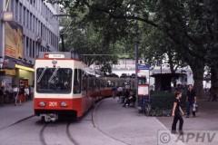 aphv-2256-040820-zuerich-eindpunt-stadelhofen-forchbahn-met-mw201-aphv