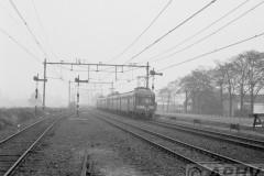 aphv-2305-12206-ns-mat46-verkeerd-spoor-tijdens-afscheidrit-blokkendozen-ns-van-de-nvbs-tussen-ehv-en-venlo-3-11-1979--