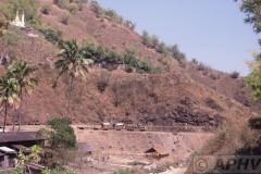 aphv-318-myanmar-namtu-mines-rly-mine2-km39-hino-and-pagode-26-2-2003