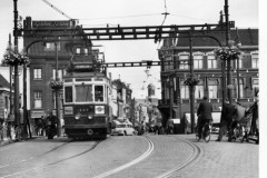 aphv-3414-58-67-2-nzh-a319-crossing-blauwpoortsbrug-2-july-1958-bj-cross