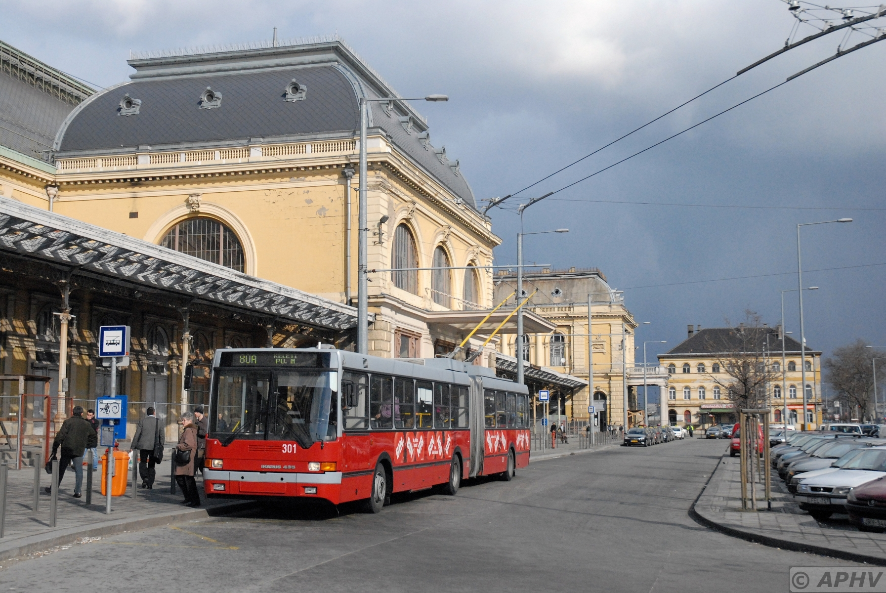 http://petervelthoen.nl/content/aphv_3585_DSC_0139_ps__bus_301_Ikarus_line_80A_st_Keleti_pu_Budapest_10-3-2009_aphv_bewerkt-2.jpg