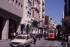 aphv-545-040404-istanbul-old-tram-223-istiklal-cad---centrum-4-4-2004