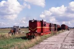 aphv-566-pkp-ex-lijn305-voorbij-smaszev-loc-304-3n-303-te-korzeniew--22-9-2001