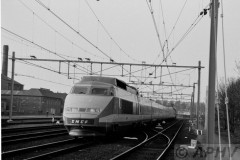 aphv-665-01812-sncf-tgv12-arrives-at-roosendaal-firt-tgv-in-nl-27-april-198103