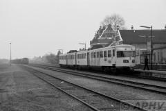 aphv-1034-19123-23-3-1983-ns2200-met-gdr-trein-en-ns-de-2-station-kesteren