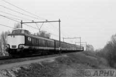 aphv-1064-19103-17-3-1984-benelux-ns-nmbs-rijtuigen-als-ic-164-moerdijkbrug04