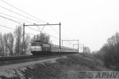 aphv-1076-19102-17-3-1984-ns-1125-met-icr-rijtuigen-als-ic--moerdijkbrug