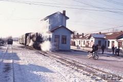 aphv-1077-011206-china-weihe-f-rly-station-te--chonghe-km50-p-trein-6-12-2001