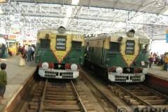 aphv-1289-dscn1907-11dec2005-kolkata-howrah-station-commuter-emu-s