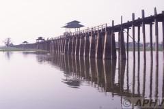 aphv-1416-030227-myanmar-near-mandalay-art-lake-27-2-2003