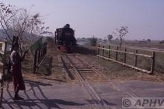 aphv-1431-030219-myanmar-between-zingyaik-and-thaton-yd962-overweg-19-2-2003
