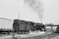 aphv-1445-13028--16-4-1980-dr44-0231--saalfeld-vertrekkend-met-goederentrein--