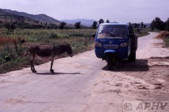 aphv-1519-040827-simingyi-old-road-and-slow-traffic