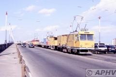aphv-154-kiev-dnjepper-bridge-workstram-p3m-2-and-others-removing-tram-tracks--11-6-2004