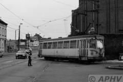aphv-1889-23165-21-3-1986-nmvb-9058-la-louviere-depot,-uitrukkend-onder-politie-begeleiding--