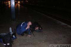 aphv-1999-dscn3799-railfans-kneel-hadarpasa-13-dec-2006-aphv