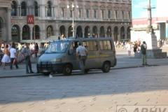 aphv-2223-dscn6570-milano-el-duomo-guardia-di-finanza-23-6-2007-aohv