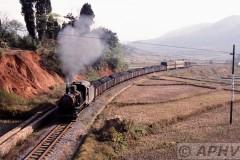 aphv-2793-011124-china-chenzhou-c4-96-vlak-voor-guyang---24-11-2001