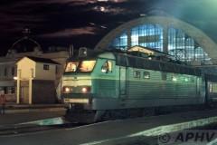 aphv-288-lviv-vokzal-cs4-136-voor-trein-76-praag-kiev-2-6-2004--01