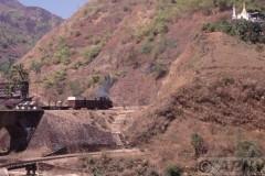 aphv-316-myanmar-mijnsmalspoor-keerlus-en-pagode-26-2-2003