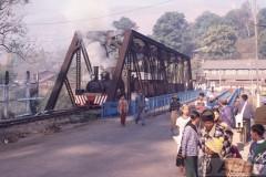 aphv-317-myanmar-namtu-mines-no2-bridge-and-people-namtu-26-2-2003