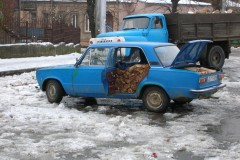 aphv-3597-dscn4622-28-12-2006-lada-with-wood-kutaisi-georgia-aphv
