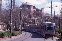 aphv-543-040403-istanbul-sneltram-caferiye-sk--naast-hagia-sophia-3-4-2004