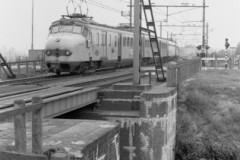aphv-557-02646-ns-mat56-uit-deventer-komend-apeldoorns-kanaal-a-doorn-10-9-1978