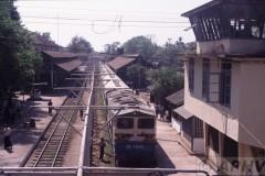 aphv-565-myanmar-toungo-station-df2045-met-p-trein-24-2-2003