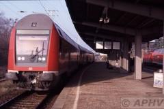 aphv-620-db-rosslau-elbe-stootvogel-op-stuurstand-aan-perron-9-11-2003