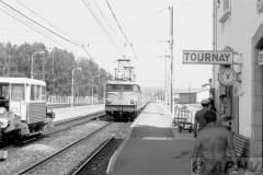 aphv-837-15259--20-7-1982-tournay-sncf-9229-arriveerd-en-baanploeg--